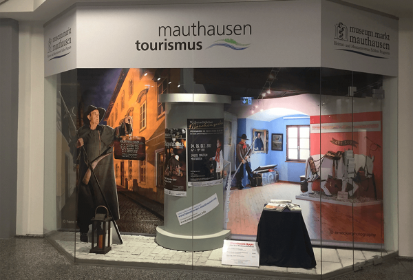 Werbeagentur Grafikpunkt - Punktlandung Vitrine Museum Mauthausen